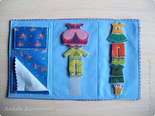 Почти все девочки в детстве играли с бумажными куколками. Вырезали им наряды, рисовали и придумывали. В наше время появился замечательный материал - фетр и на смену бумажным куколкам и их нарядам - фетровые. Он прочный, его можно почистить и держать его в руках  - такое удовольствие. Вот такую куколку я сшила для своей Василины. фото 5
