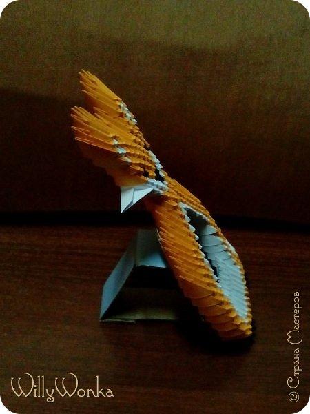 Саму рамку я сделала из картона, потом обтянула гофрированной бумагой. Сделала кайму из модулей, а цветы для украшения подсмотрела вот здесь: https://stranamasterov.ru/node/46090 . фото 6