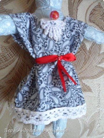 Всем добрый день! Попросила меня внучка сшить платье для ее Зайки. Швея из меня не очень, но отказать внучке не смогла, и вот такое платье за вечер получилось.))) Вроде бы и не плохо.)))) фото 4