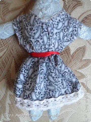 Всем добрый день! Попросила меня внучка сшить платье для ее Зайки. Швея из меня не очень, но отказать внучке не смогла, и вот такое платье за вечер получилось.))) Вроде бы и не плохо.)))) фото 2