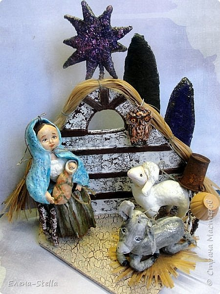 Рождественский ВЕРТЕП - выношу на ваш суд СМ, друзья - Всем Доброго Здравия! Задумка давняя. Хотелось сделать небольшую работу под Елочку.  Ведь Рождество - это не просто нарядная Елка, это светлый праздник для верующих да и не только людей.  В работе я использовала - гофрокартон, проволоку, пенопласт, лыко и конечно мою любимую вату. Мария с Исусом, ослик и овечка выполнены в ватной технике. Сам Вертеп декорирован акриловыми красками. Сова из полимерной глины. Звезда и деревья - пенопласт и вата с блестками. Все герои имеют петельки и их можно повесить на елочку. фото 1