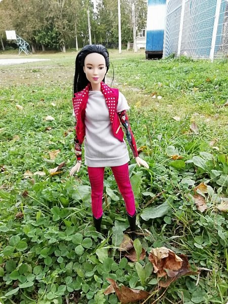 Накопились у меня тут фото ))) Это Миранда в новом платье свитере . Гуляли на озере . фото 16