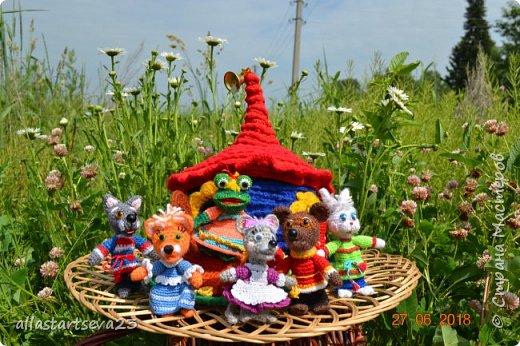 Трудно переоценить значение кукольного театра в общем развитии ребенка. Это игра - экспромт. Это русская народная сказка с ее поучительным эффектом - вид устного народного творчества. Еще и пример декоративно-прикладного творчества. фото 1