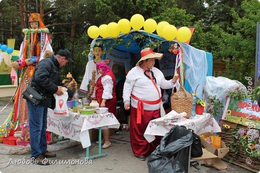 Поселку Краснозёрское Новосибирской области,  в котором я родилась и прожила почти всю свою жизнь  - исполнилось 245 лет. Организаторы праздника подготовили обширную программу, которая была спланирована таким образом, чтобы каждый житель, и стар и млад, нашел в ней что-то интересное именно для себя. Для жителей поселка и гостей праздник начался уже в 8.50 с утренней разминки, которую провели ученики школ.   фото 14