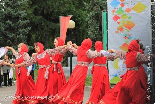 Поселку Краснозёрское Новосибирской области,  в котором я родилась и прожила почти всю свою жизнь  - исполнилось 245 лет. Организаторы праздника подготовили обширную программу, которая была спланирована таким образом, чтобы каждый житель, и стар и млад, нашел в ней что-то интересное именно для себя. Для жителей поселка и гостей праздник начался уже в 8.50 с утренней разминки, которую провели ученики школ.   фото 3