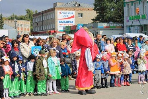 Поселку Краснозёрское Новосибирской области,  в котором я родилась и прожила почти всю свою жизнь  - исполнилось 245 лет. Организаторы праздника подготовили обширную программу, которая была спланирована таким образом, чтобы каждый житель, и стар и млад, нашел в ней что-то интересное именно для себя. Для жителей поселка и гостей праздник начался уже в 8.50 с утренней разминки, которую провели ученики школ.   фото 8