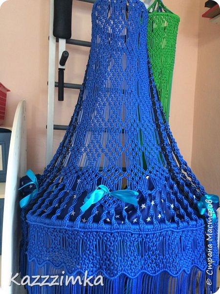 Одинаковое плетение и подушки,разница в цвете ниток и лент на подушках.... фото 4