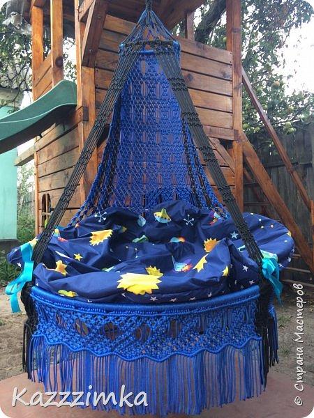 Одинаковое плетение и подушки,разница в цвете ниток и лент на подушках.... фото 1