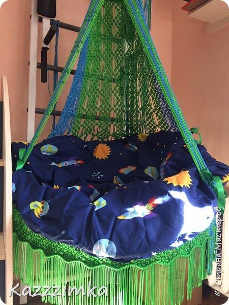 Одинаковое плетение и подушки,разница в цвете ниток и лент на подушках.... фото 2