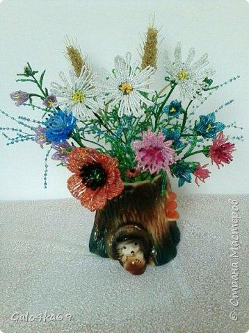 Полевые цветочки в пенечке фото 1