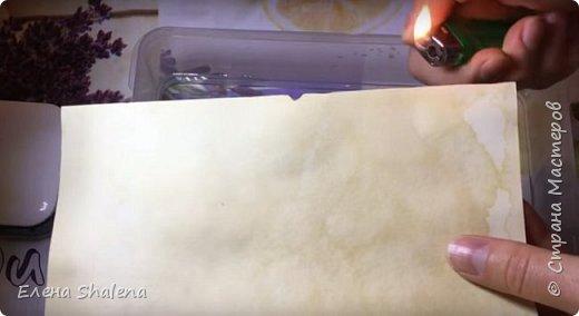 Для работы нам понадобится: -кофе -зажигалка -плотная бумага( размер 19*13см) -фен -бамбуковые шпажки (2шт) -штампы -бечевка -клеевой пистолет -клей ПВА -масляная пастель -краски  фото 4