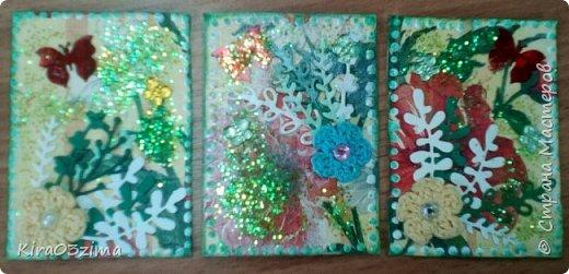 """Вот такая небольшая серия. Основа - декупаж из салфетки с маками и ромашками. Украшена вырубкой, блестками, вязаными цветочками. Рамочка из """"жидкого жемчуга"""", немного тонированная зелёным.  Приглашаю выбирать Ассорти 65.  фото 1"""