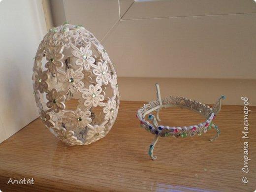 Всем здравствуйте! А вот и вторая весенняя работа. Делала это яйцо по МК мастерицы Татьяны Saphir. Работа вроде и небольшая, но повозиться с ней пришлось, не всё сразу получалось. Полосочки 1,5 мм, высота яйца без подставки 9 см, с подставкой - 10,5 см. фото 6