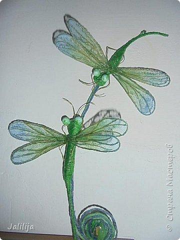 Приветствую всех заглянувших ко мне на страницу, посмотреть на моих стрекоз. Не ищите к какому виду стрекоз они относятся. Эти зелёно-голубые красавицы родились исключительно в моём воображении. фото 1