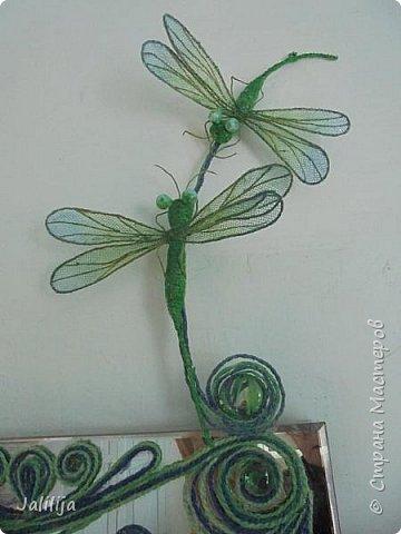 Приветствую всех заглянувших ко мне на страницу, посмотреть на моих стрекоз. Не ищите к какому виду стрекоз они относятся. Эти зелёно-голубые красавицы родились исключительно в моём воображении. фото 3