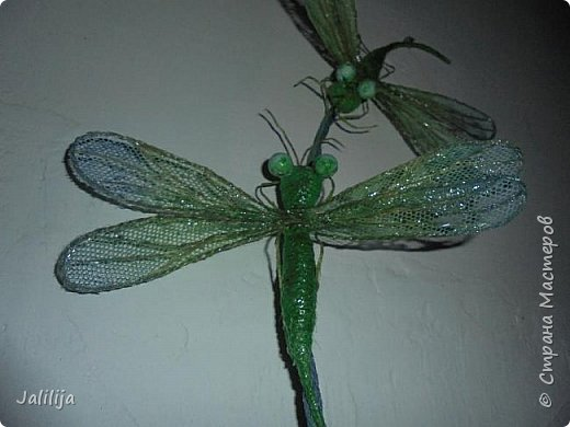 Приветствую всех заглянувших ко мне на страницу, посмотреть на моих стрекоз. Не ищите к какому виду стрекоз они относятся. Эти зелёно-голубые красавицы родились исключительно в моём воображении. фото 6