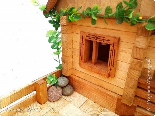 Поделка из дерева, деревянный домик с двориком, делалось изделие ребёнку на выставку в первый класс. Оставьте свой комментарий как Вам такая работа, нравится или нет? фото 3