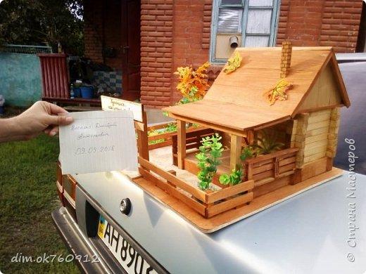 Поделка из дерева, деревянный домик с двориком, делалось изделие ребёнку на выставку в первый класс. Оставьте свой комментарий как Вам такая работа, нравится или нет? фото 2