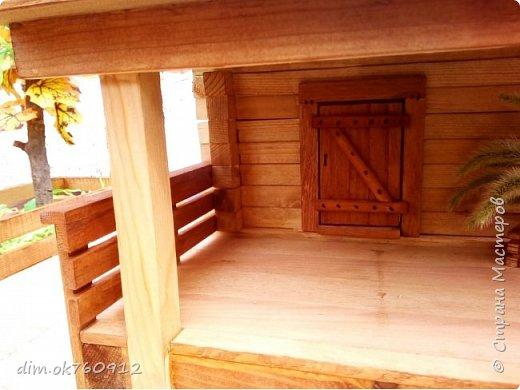 Поделка из дерева, деревянный домик с двориком, делалось изделие ребёнку на выставку в первый класс. Оставьте свой комментарий как Вам такая работа, нравится или нет? фото 4