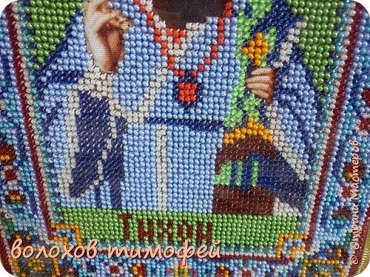 Доброе время СМ Долго меня не было, вот лето закончилось наступила школьная пора, это всё сделанно за лето  СВЯТОЙ ЧУДОТВОРЕЦ ТИХОН ВОРОНЕЖСКИЙ В 1769 году Тешевский мужской монастырь во имя Сретения Владимирской иконы Божией Матери избрал для пребывания удалившийся на покой епископ Воронежский и Елецкий Тихон I (Соколовский) — человек, уже при жизни почитавшийся народом за святого. Именно в стенах Тешевского монастыря (с учреждением вместо слободы Тешевки города Задонска — Задонского монастыря) этот архиерей, оставивший епископскую кафедру по болезни, достиг небесных высот на пути земном. Здесь родились главные духовные сочинения, принесшие ему славу «Российского Златоуста». Здесь суждено было святителю Тихону многое претерпеть и ещё большее приобрести, чтобы в конце подвижнического пути увенчаться благоуханным венцом святости. И этот факт явился определяющим во всей дальнейшей духовной и материальной истории Задонского мужского Богородицкого монастыря. А начиналось всё в Валдайском селе Короцке Новгородской губернии. В лето от Рождества Христова 1724-е родился в семье причетника местной церкви Савелия Кириллова сын, коего по Святом Крещении нарекли Тимофеем. Мать будущего святителя звали Домникой. Всего в семье Кирилловых росли четыре сына и две дочери, которых родителям, по бедности прихода, прокормить было непросто...  Рано лишившись отца, Тимофей с младых лет испытал горечь нужды. Старший брат Евфимий, занявший место покойного родителя, не в силах был на более чем скромное жалованье причетника содержать сразу две семьи. Видя тяготы старшего сына, вдова Савелия решила отдать младшего, Тимофея, в ученики к богатому бездетному ямщику. Вот как спустя десятилетия сам святитель вспоминал об этом эпизоде, в котором, по общему мнению многих авторов житий святого, нельзя не увидеть руководящую руку Промысла Господнего: «Как я начал себя помнить, в доме, при матери нашей (отца своего я не помню) было нас четыре брата и две сестры: большой брат дьячкову должность отправля