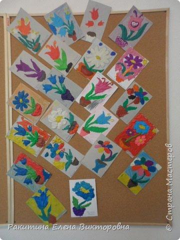 """Добрый день всем! В начале сентября в Москве проходил фестиваль """"Цветочный Джем"""", вот и мы с ребятами поучаствовали в нем - на уроке ИЗО рисовали пластилином цветы, вот такие замечательные картинки получились. Дети выбрали раскраски по своему вкусу, кто-то нарисовал сам цветочек. фото 1"""