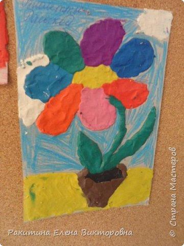 """Добрый день всем! В начале сентября в Москве проходил фестиваль """"Цветочный Джем"""", вот и мы с ребятами поучаствовали в нем - на уроке ИЗО рисовали пластилином цветы, вот такие замечательные картинки получились. Дети выбрали раскраски по своему вкусу, кто-то нарисовал сам цветочек. фото 2"""