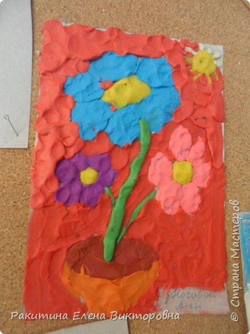 """Добрый день всем! В начале сентября в Москве проходил фестиваль """"Цветочный Джем"""", вот и мы с ребятами поучаствовали в нем - на уроке ИЗО рисовали пластилином цветы, вот такие замечательные картинки получились. Дети выбрали раскраски по своему вкусу, кто-то нарисовал сам цветочек. фото 3"""