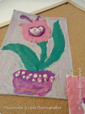 """Добрый день всем! В начале сентября в Москве проходил фестиваль """"Цветочный Джем"""", вот и мы с ребятами поучаствовали в нем - на уроке ИЗО рисовали пластилином цветы, вот такие замечательные картинки получились. Дети выбрали раскраски по своему вкусу, кто-то нарисовал сам цветочек. фото 6"""