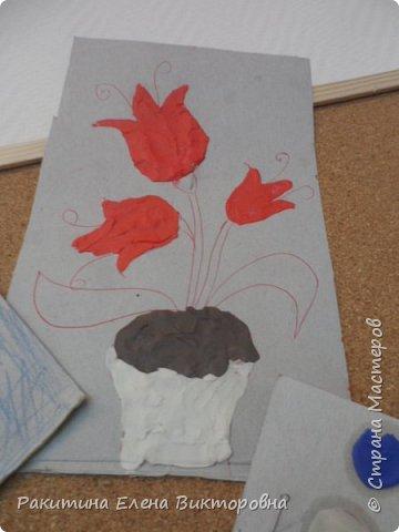 """Добрый день всем! В начале сентября в Москве проходил фестиваль """"Цветочный Джем"""", вот и мы с ребятами поучаствовали в нем - на уроке ИЗО рисовали пластилином цветы, вот такие замечательные картинки получились. Дети выбрали раскраски по своему вкусу, кто-то нарисовал сам цветочек. фото 7"""