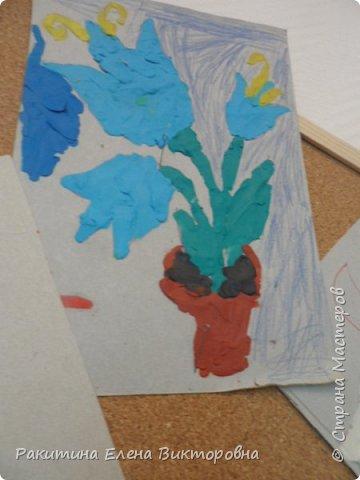 """Добрый день всем! В начале сентября в Москве проходил фестиваль """"Цветочный Джем"""", вот и мы с ребятами поучаствовали в нем - на уроке ИЗО рисовали пластилином цветы, вот такие замечательные картинки получились. Дети выбрали раскраски по своему вкусу, кто-то нарисовал сам цветочек. фото 8"""
