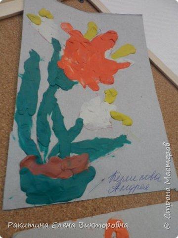 """Добрый день всем! В начале сентября в Москве проходил фестиваль """"Цветочный Джем"""", вот и мы с ребятами поучаствовали в нем - на уроке ИЗО рисовали пластилином цветы, вот такие замечательные картинки получились. Дети выбрали раскраски по своему вкусу, кто-то нарисовал сам цветочек. фото 9"""