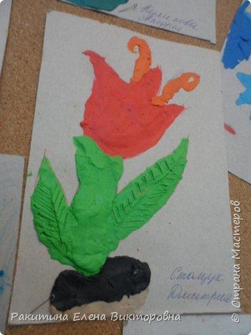 """Добрый день всем! В начале сентября в Москве проходил фестиваль """"Цветочный Джем"""", вот и мы с ребятами поучаствовали в нем - на уроке ИЗО рисовали пластилином цветы, вот такие замечательные картинки получились. Дети выбрали раскраски по своему вкусу, кто-то нарисовал сам цветочек. фото 10"""