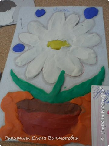 """Добрый день всем! В начале сентября в Москве проходил фестиваль """"Цветочный Джем"""", вот и мы с ребятами поучаствовали в нем - на уроке ИЗО рисовали пластилином цветы, вот такие замечательные картинки получились. Дети выбрали раскраски по своему вкусу, кто-то нарисовал сам цветочек. фото 11"""