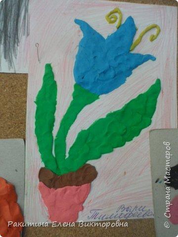 """Добрый день всем! В начале сентября в Москве проходил фестиваль """"Цветочный Джем"""", вот и мы с ребятами поучаствовали в нем - на уроке ИЗО рисовали пластилином цветы, вот такие замечательные картинки получились. Дети выбрали раскраски по своему вкусу, кто-то нарисовал сам цветочек. фото 13"""