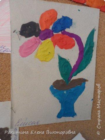 """Добрый день всем! В начале сентября в Москве проходил фестиваль """"Цветочный Джем"""", вот и мы с ребятами поучаствовали в нем - на уроке ИЗО рисовали пластилином цветы, вот такие замечательные картинки получились. Дети выбрали раскраски по своему вкусу, кто-то нарисовал сам цветочек. фото 14"""
