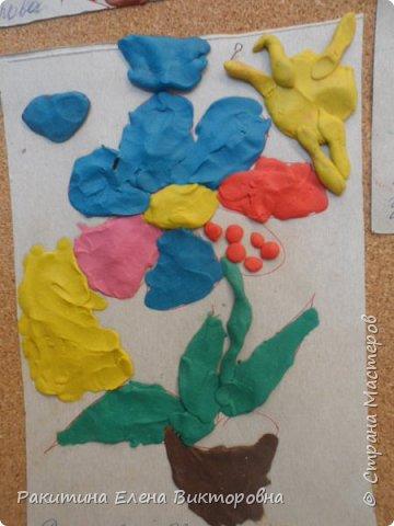 """Добрый день всем! В начале сентября в Москве проходил фестиваль """"Цветочный Джем"""", вот и мы с ребятами поучаствовали в нем - на уроке ИЗО рисовали пластилином цветы, вот такие замечательные картинки получились. Дети выбрали раскраски по своему вкусу, кто-то нарисовал сам цветочек. фото 15"""
