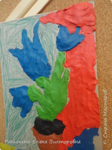"""Добрый день всем! В начале сентября в Москве проходил фестиваль """"Цветочный Джем"""", вот и мы с ребятами поучаствовали в нем - на уроке ИЗО рисовали пластилином цветы, вот такие замечательные картинки получились. Дети выбрали раскраски по своему вкусу, кто-то нарисовал сам цветочек. фото 17"""