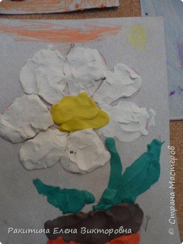 """Добрый день всем! В начале сентября в Москве проходил фестиваль """"Цветочный Джем"""", вот и мы с ребятами поучаствовали в нем - на уроке ИЗО рисовали пластилином цветы, вот такие замечательные картинки получились. Дети выбрали раскраски по своему вкусу, кто-то нарисовал сам цветочек. фото 19"""