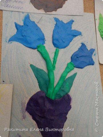 """Добрый день всем! В начале сентября в Москве проходил фестиваль """"Цветочный Джем"""", вот и мы с ребятами поучаствовали в нем - на уроке ИЗО рисовали пластилином цветы, вот такие замечательные картинки получились. Дети выбрали раскраски по своему вкусу, кто-то нарисовал сам цветочек. фото 21"""