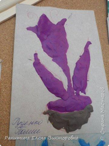 """Добрый день всем! В начале сентября в Москве проходил фестиваль """"Цветочный Джем"""", вот и мы с ребятами поучаствовали в нем - на уроке ИЗО рисовали пластилином цветы, вот такие замечательные картинки получились. Дети выбрали раскраски по своему вкусу, кто-то нарисовал сам цветочек. фото 22"""