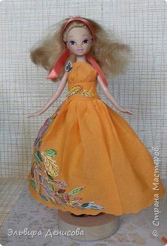 """Всем  добрый день! Сделали с дочкой """"Волшебницу Осень""""  для традиционного смотра осенних поделок в детском саду. Решили нарядить любимую куклу в платье, украшенное разноцветными акварельными листьями. фото 2"""