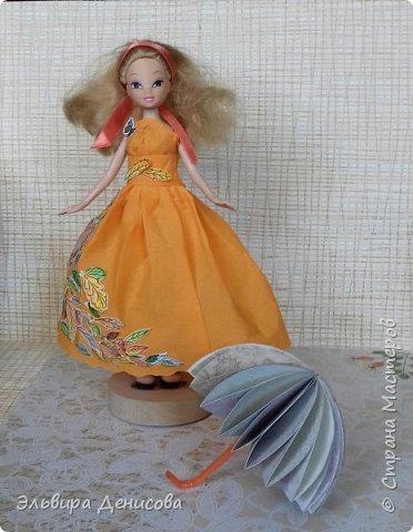 """Всем  добрый день! Сделали с дочкой """"Волшебницу Осень""""  для традиционного смотра осенних поделок в детском саду. Решили нарядить любимую куклу в платье, украшенное разноцветными акварельными листьями. фото 3"""