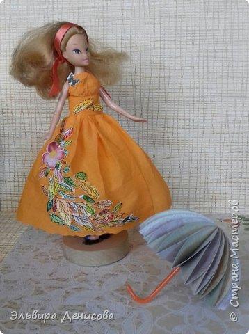 """Всем  добрый день! Сделали с дочкой """"Волшебницу Осень""""  для традиционного смотра осенних поделок в детском саду. Решили нарядить любимую куклу в платье, украшенное разноцветными акварельными листьями. фото 1"""