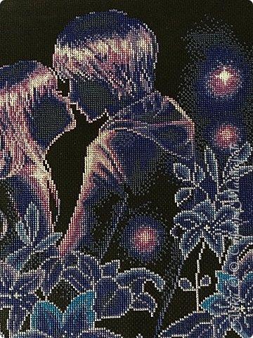 Такое чувство неповторимо, такое чувство приходит однажды, больше такой любви не будет ни разу. Может быть, ты встретишь ни раз  любовь, ни раз посетит тебя это светлое чувство, но такого как первой любви ты не встретишь, трепета больше не будет, который был в первый раз. Никогда больше не испытаешь того, что пришлось пережить в первый раз. фото 1