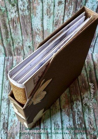 Всем привет!!!! На одном из вебинаров Елена Виноградова, показывала как сделать коробку для альбома. Я сделала, мне понравилось. Очень удобно хранить, особенно если обложка альбома объёмная. А у меня много миников, которые объемные. Остается только коробок натворить, дело за малым)))) Эта коробку делала для микс медийного альбома. Размеры: 23*21,5*4 см. фото 5