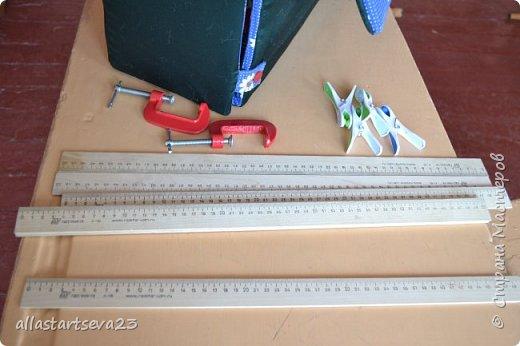 """Наше изобретение - переносной Кукольный театр """"Петрушка"""".  Очень хочется показать, как этот театр можно превратить: 1 - в коробку для хранения кукол, декораций и крепежных материалов и переноски всего этого по месту показа спектакля. 2 - коробку опять превратить в Кукольный театр.  фото 18"""