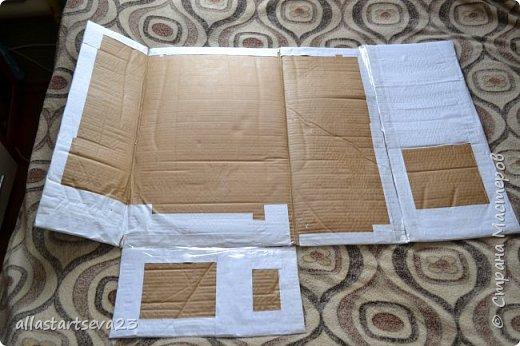 """Наше изобретение - переносной Кукольный театр """"Петрушка"""".  Очень хочется показать, как этот театр можно превратить: 1 - в коробку для хранения кукол, декораций и крепежных материалов и переноски всего этого по месту показа спектакля. 2 - коробку опять превратить в Кукольный театр.  фото 11"""