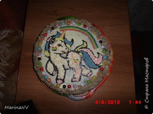 """Бисквитный торт """" Единорог Радуга """".  Внучка  на  день рождение озадачит своими тематическими праздниками, а мне думай что же такое """"слепить"""" чтобы теме соответствовало .  фото 1"""