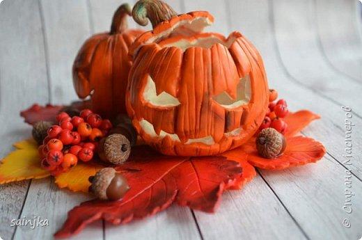 Хочу вам показать как сделать такой декор на хеллоуин  Вам понадобится: -Глина:Красная, оранжевая, бежевая, коричневая, жёлтая -пастель разных оттенков -ножи и инструменты (круглогубцы, кусачки, зубочистка...) -пастамашина и акриловый роллеры -листья с деревьев -фольга и много салфеток -фимо лак глянцевый и фимо ликвид -проволока 0,3 мм -тарелка или другая подложка  Видео состоит из 4 частей 1 и 2 с русскими субтитрами До 3 и 4 еще не дошла, скоро будут  Надеюсь вам понравится фото 3