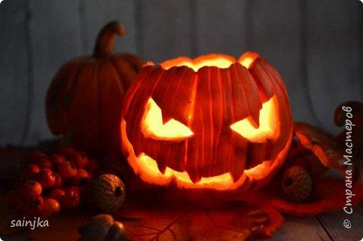 Хочу вам показать как сделать такой декор на хеллоуин  Вам понадобится: -Глина:Красная, оранжевая, бежевая, коричневая, жёлтая -пастель разных оттенков -ножи и инструменты (круглогубцы, кусачки, зубочистка...) -пастамашина и акриловый роллеры -листья с деревьев -фольга и много салфеток -фимо лак глянцевый и фимо ликвид -проволока 0,3 мм -тарелка или другая подложка  Видео состоит из 4 частей 1 и 2 с русскими субтитрами До 3 и 4 еще не дошла, скоро будут  Надеюсь вам понравится фото 1